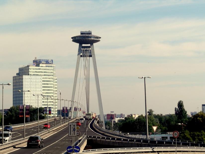 Bratislava UFO bridge1
