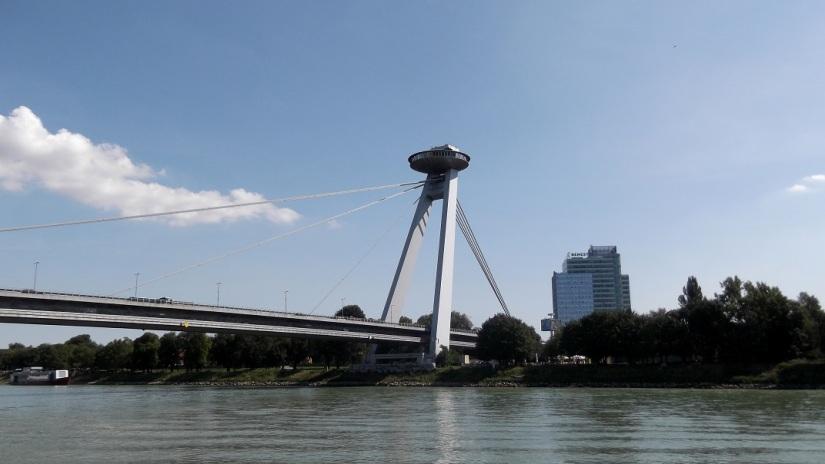 Bratislava UFO bridge2